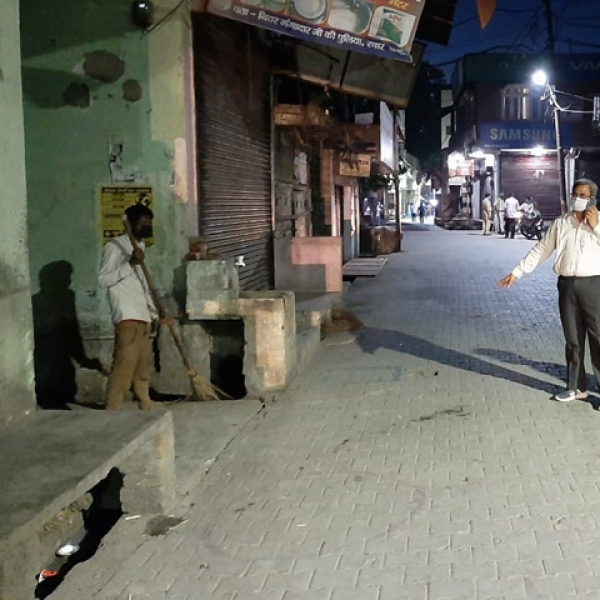 Coronavirus lockdown: Rampur youth calls District Magistrate asks for samosas, made to clean drain as punishment