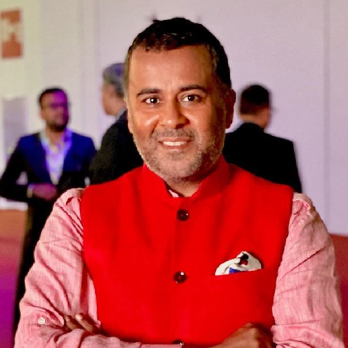 Author Chetan Bhagat called out for column asking people to be nice to China's Xi Jinping