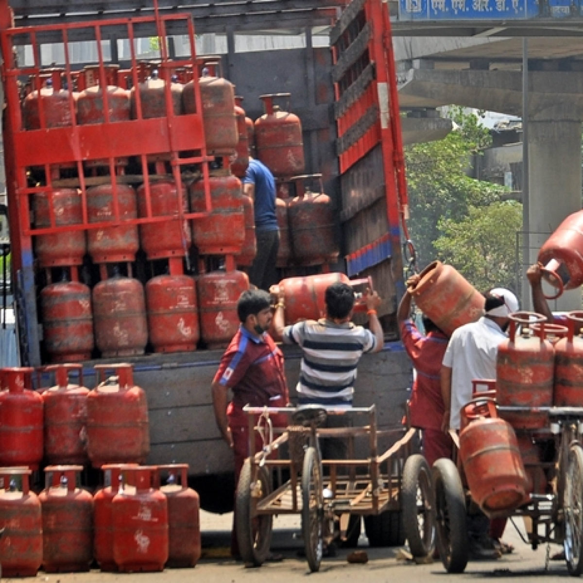 Non-subsidised LPG cylinder rates hiked: Here's how much it will cost you in New Delhi, Mumbai, Kolkata, and Chennai
