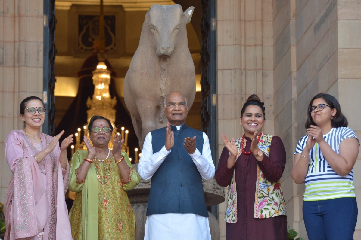 President Kovind along with the First Lady and family members stepped out to express their gratitude for those 'safeguarding the health of the nation'