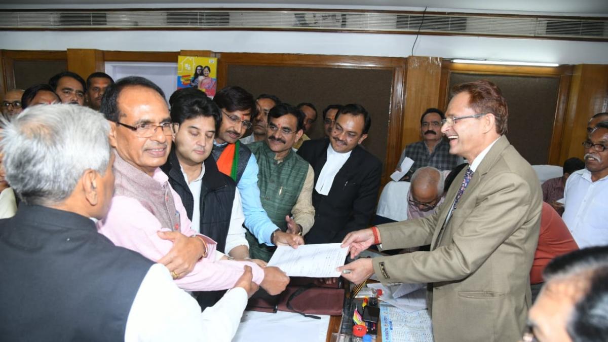 Sumer Singh Solanki along with Jyotiradtiya Scindia filed nominations for Rajya Sabha in presence of senior BJP leaders.