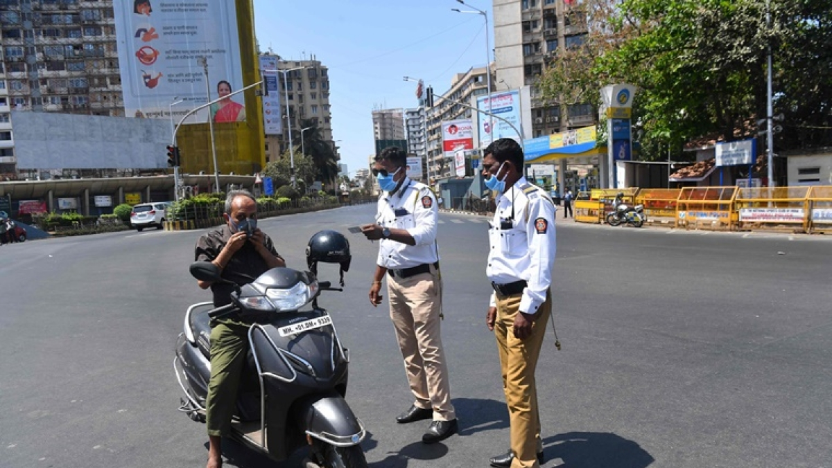 Coronavirus update: Mumbai Police register 220 FIRs against people for flouting closure orders