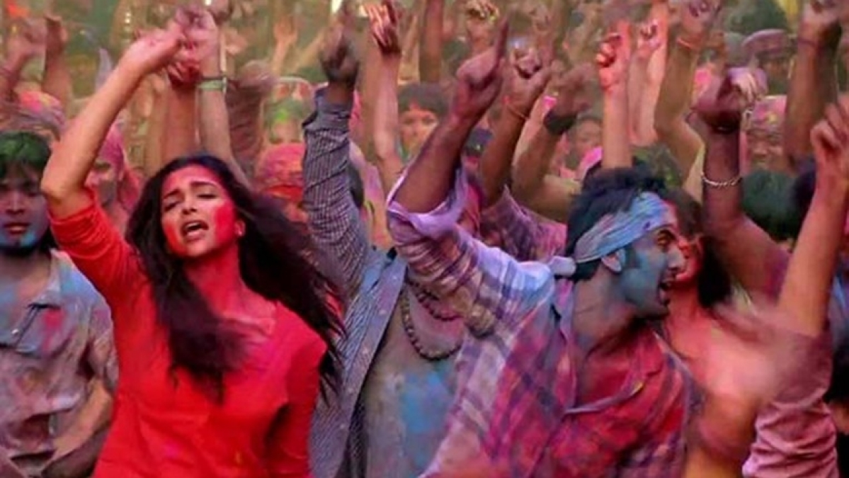 Holi 2020: Deepika Padukone takes us back to 'Balam Pichkari' in latest video