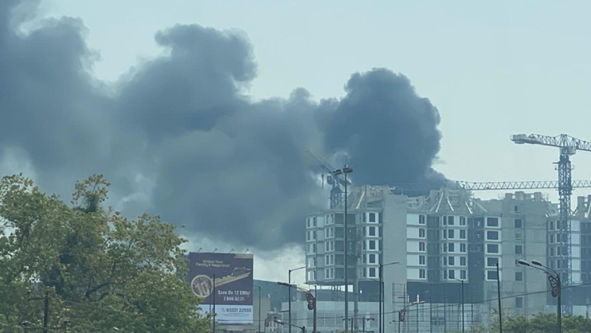 Navi Mumbai: Major fire breaks out Nerul's DY Patil University campus, flames contained