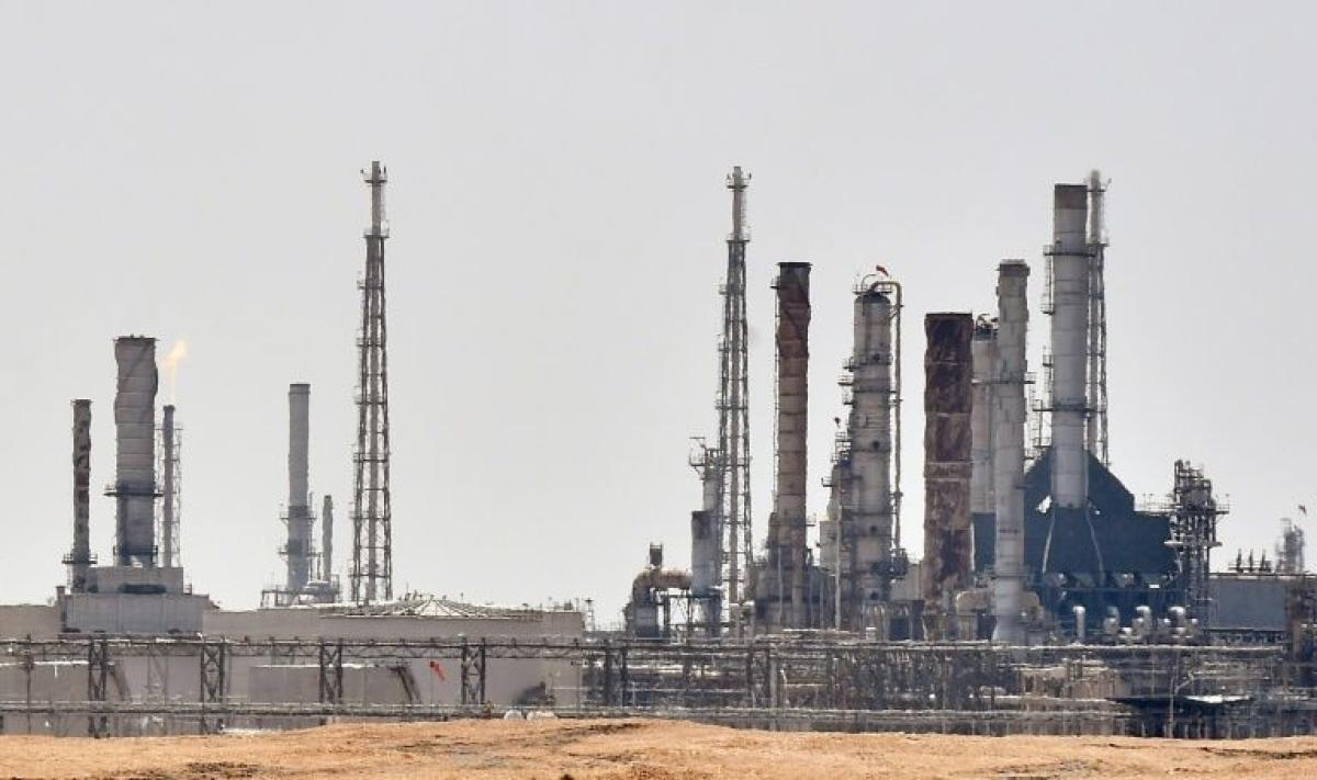 Saudi Aramco says to hike output, escalating price war