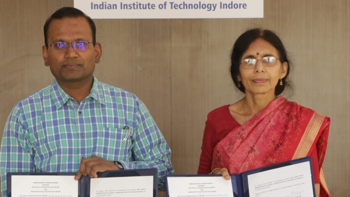 MoU signed between IIT and DAVV