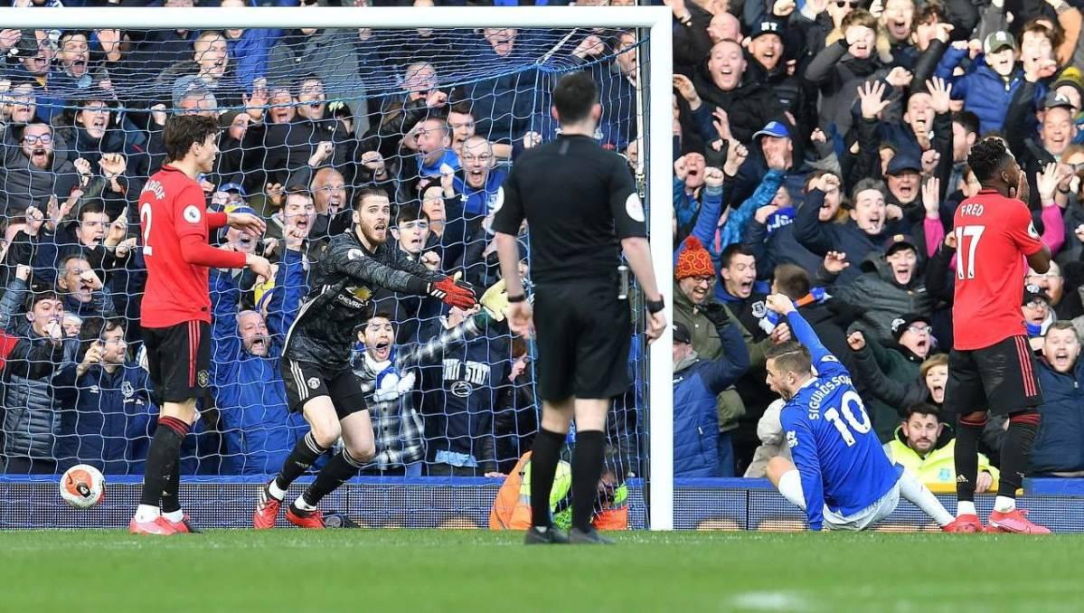 Everton vs Manchester United: Why VAR ruled Sigurdsson was ...