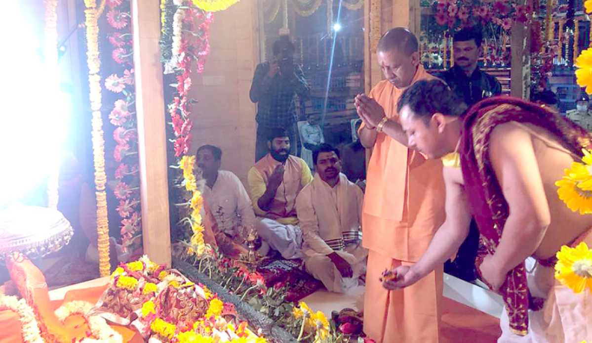 Hours after PM Modi's call for 21-day lockdown, UP CM Yogi Adityanath seen offering prayers in Ayodhya Temple