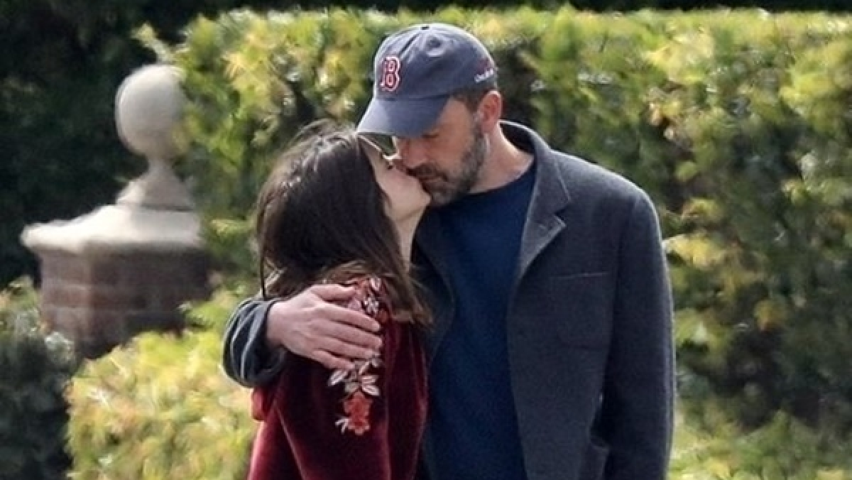 Ben Affleck and Ana de Armas lock lips while walking their dogs amid coronavirus lockdown
