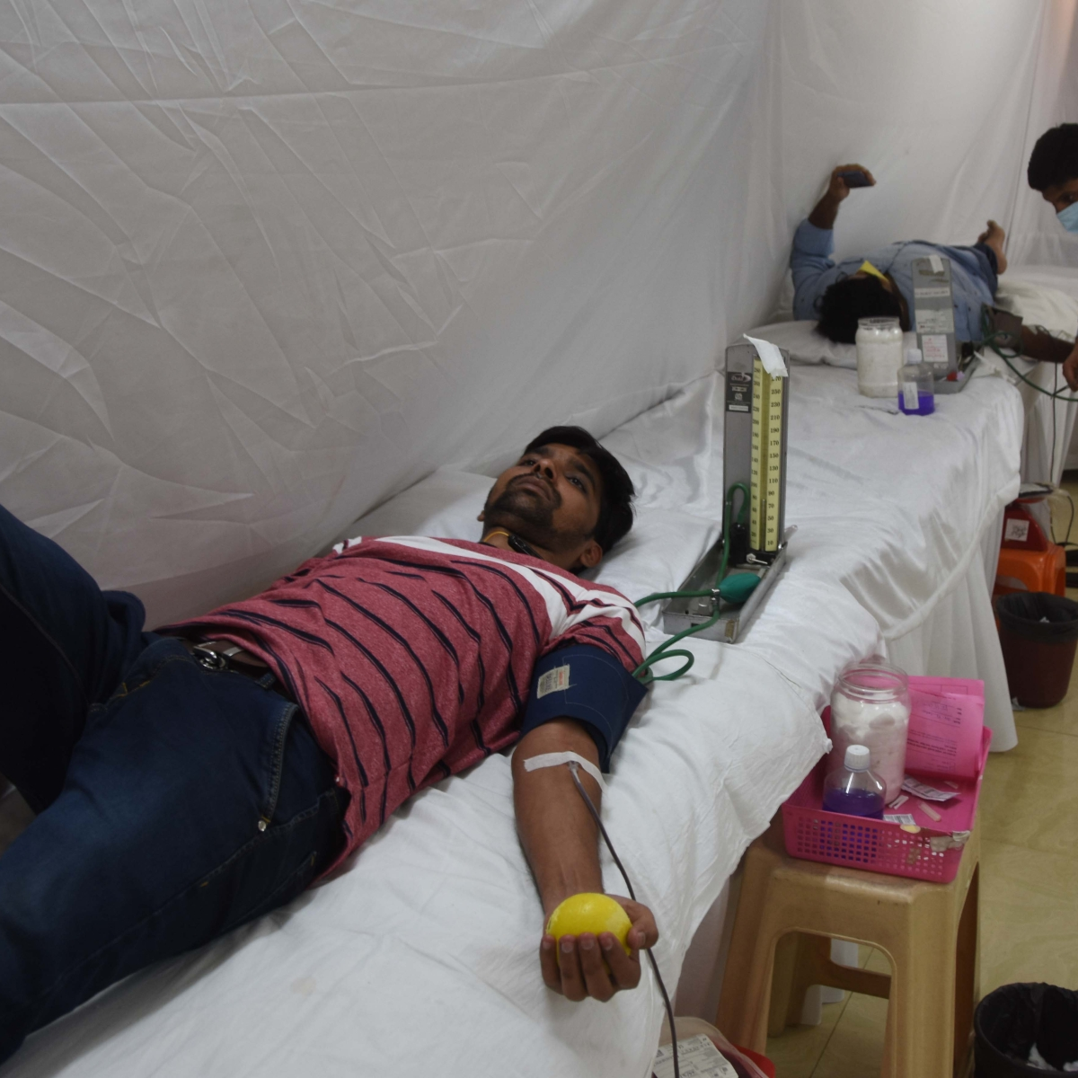 Indore: Blood doners fear coronavirus, critical situation for heart and thalassemia patients