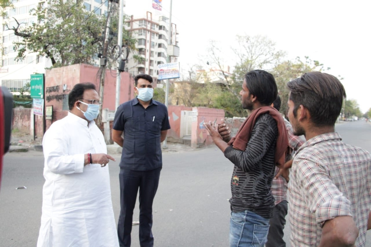 Rajasthan Health Minister Dr Raghu Sharma appeals to localites on Jaipur streets to stay in home during lockdown in the state.