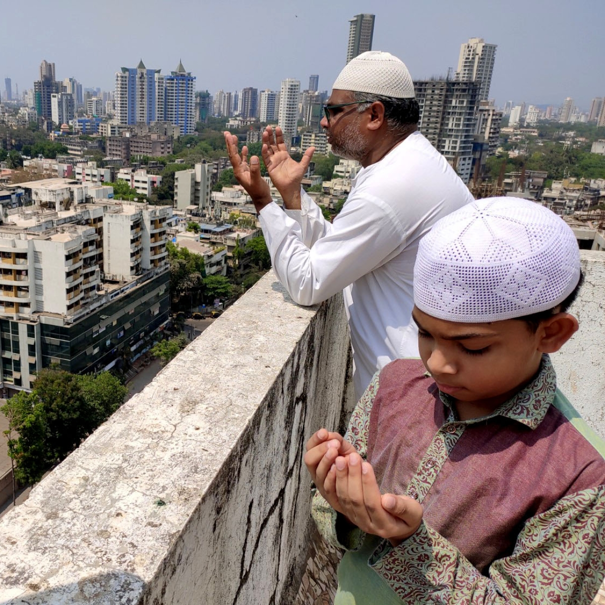 Coronavirus in Mumbai: Muslims offer namaz at home