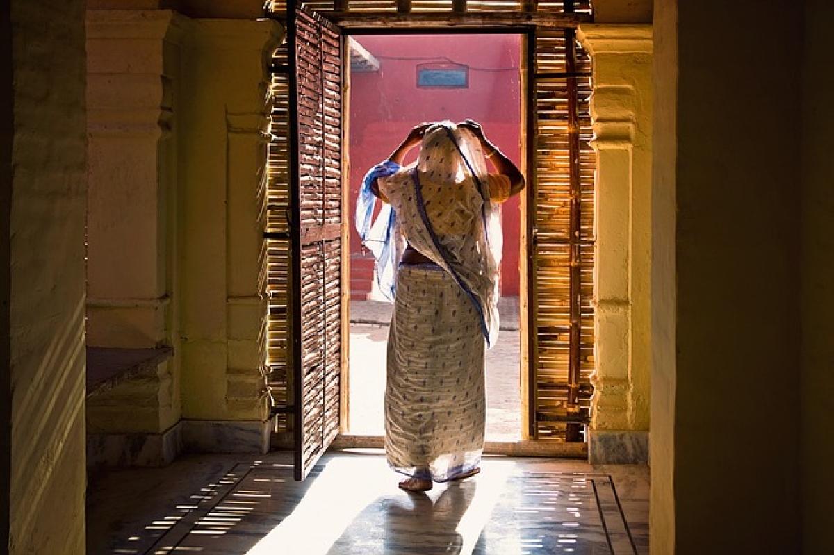 Madhya Pradesh woman walks 30 km to get her sick child treated