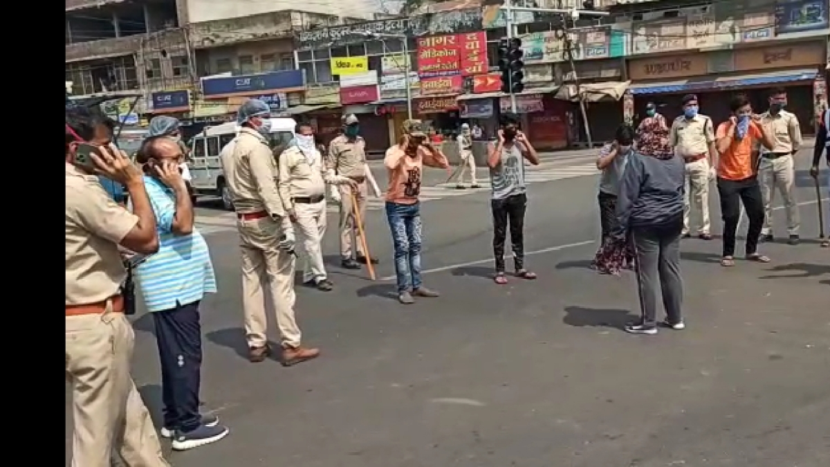 Coronavirus Lockdown 2.0: Ujjain cops made 24 violators to install 'Arogyasetu' app, later sent to jail