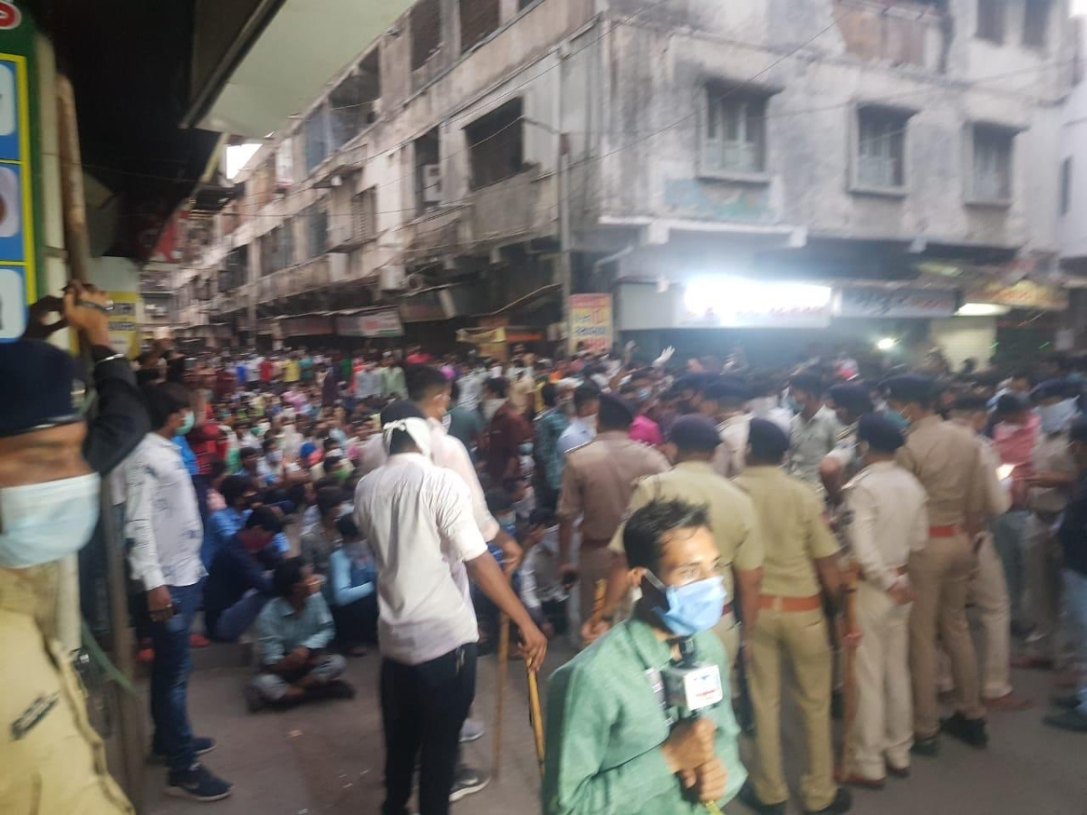 Not just Bandra: Migrant workers protest in Surat; police intervene, persuade them to vacate area