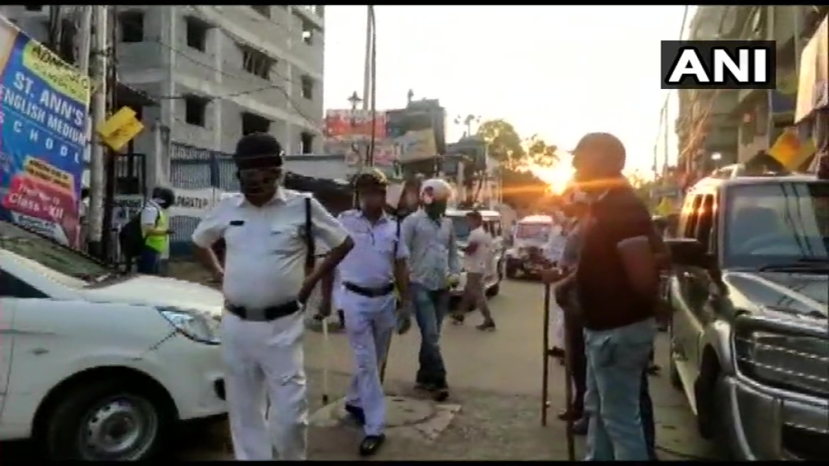 Howrah stone-pelting: Police personnel attacked in Bengal amid lockdown (watch video)