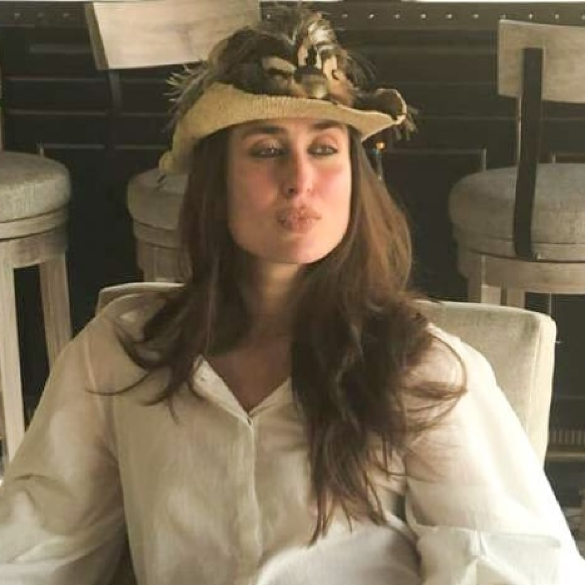 Arjun Kapoor thinks Kareena is 'underdressed' in her latest 'work from home' picture