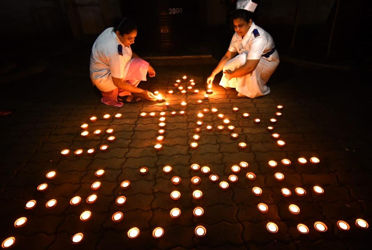 Nurses  light  lamps to mark unity  against coronavirus fight at Dadar BMC Hospital