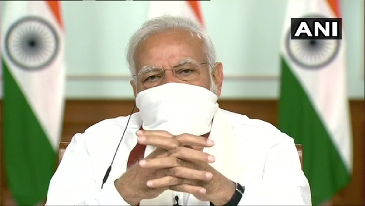Twitter reacts to 'Gangster' PM Modi after seeing him wearing homemade cloth mask during CM meet