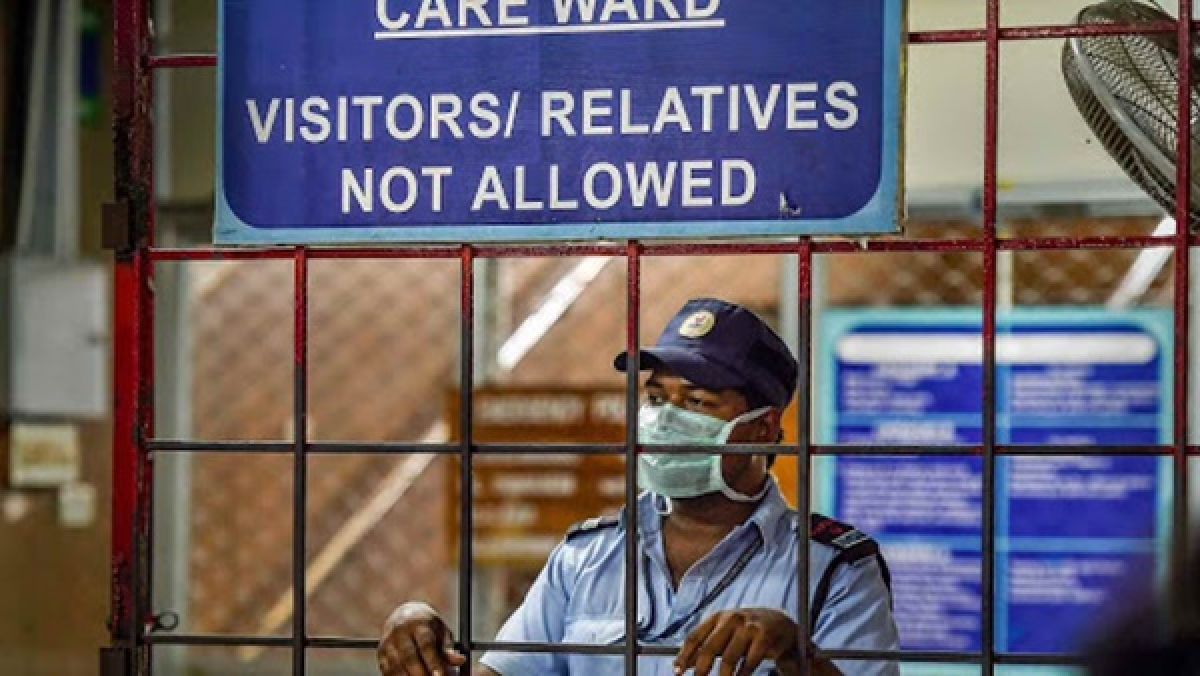 Coronavirus in Mumbai: No protective gear for ambulance staff, vans aren't sanitised after patients dropped off