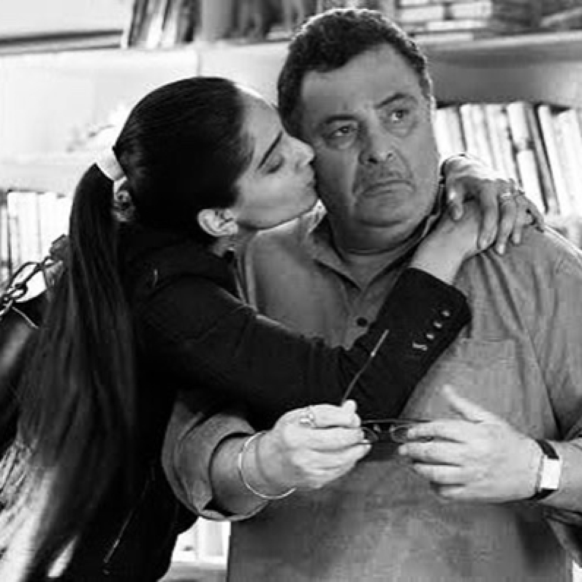 'Sorry, I couldn't say goodbye properly': Sonam Kapoor's heart-wrenching post on Rishi Kapoor's demise