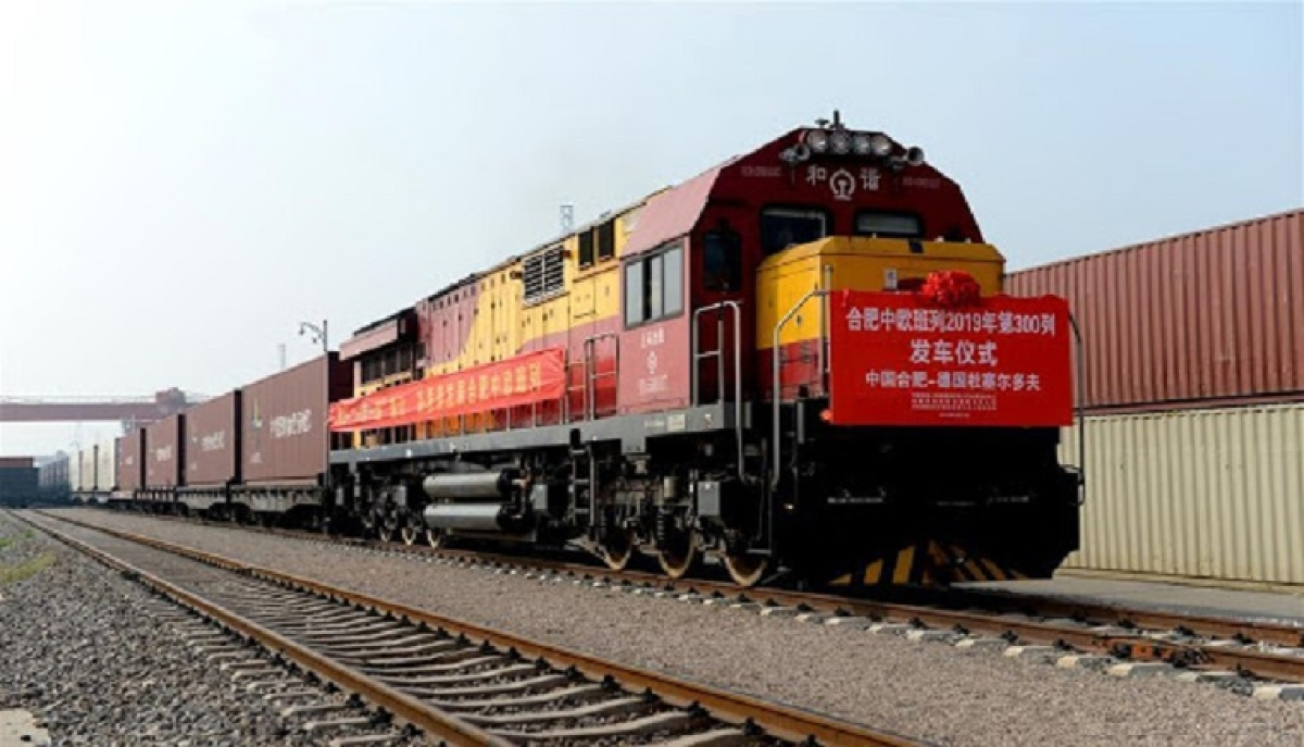 China-Europe freight trains help stabilize global supply chain