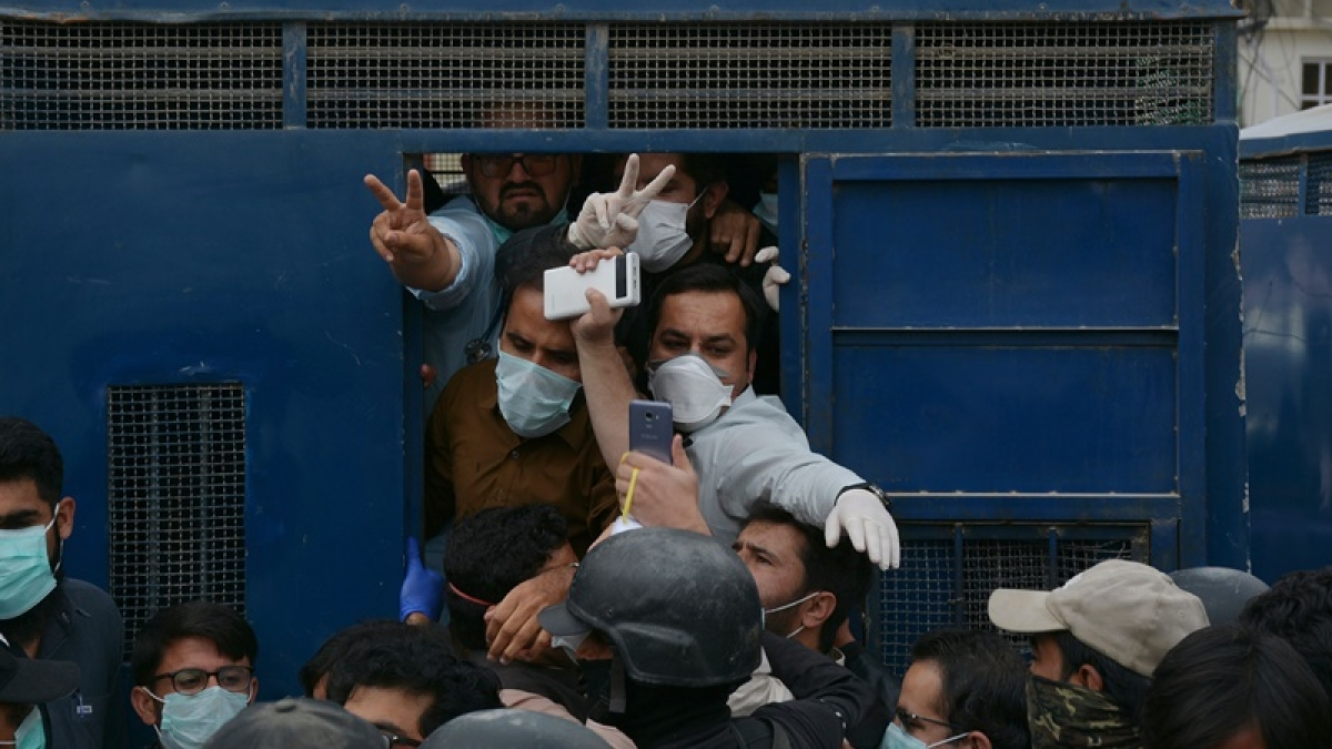 Coronavirus update: Imran Khan expresses dismay day after doctors and medical personnel, lathi-charged and arrested