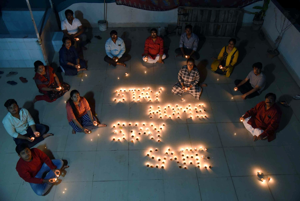 In Pics: How Mumbaikars responded to PM Modi's 9 Baje 9 Minutes appeal