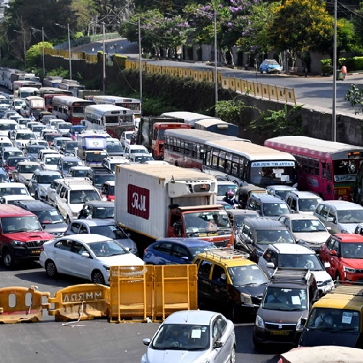 Concerns raised after picture of traffic jam in Mumbai circulate on social media during Lockdown 2.0