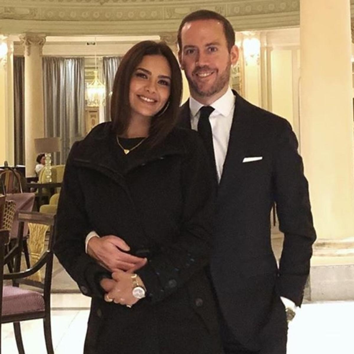 Esha Gupta makes relationship Instagram official with Spanish boyfriend Manuel Campos Guallar