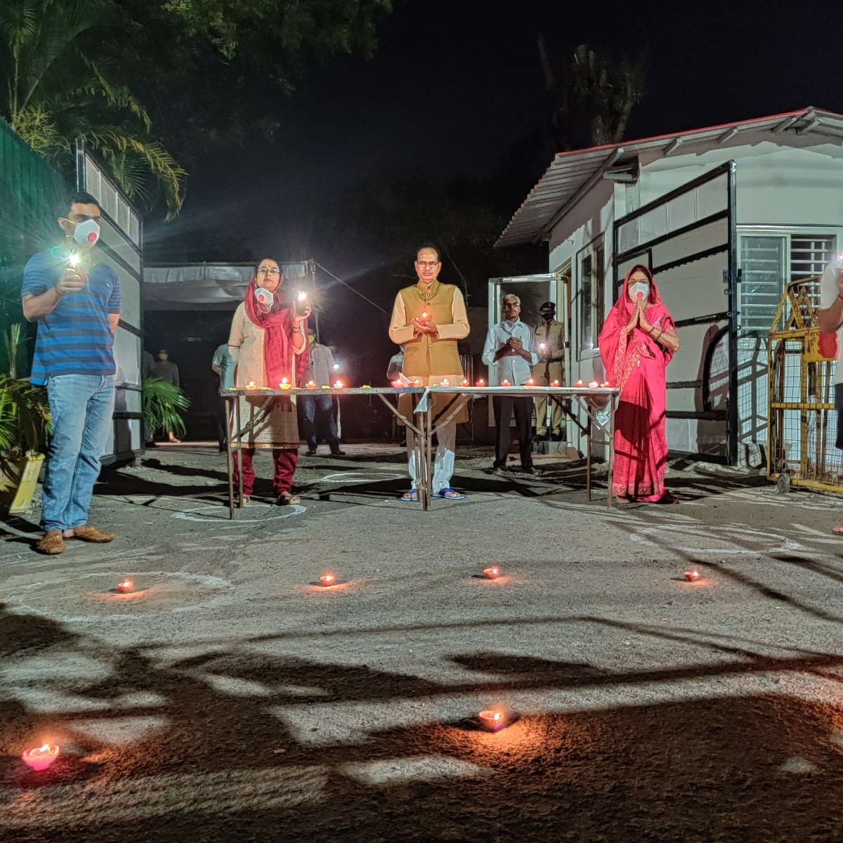 9 Baje 9 Minute: MP CM Shivraj Singh and Bhopal colonies come alive with diyas, candles