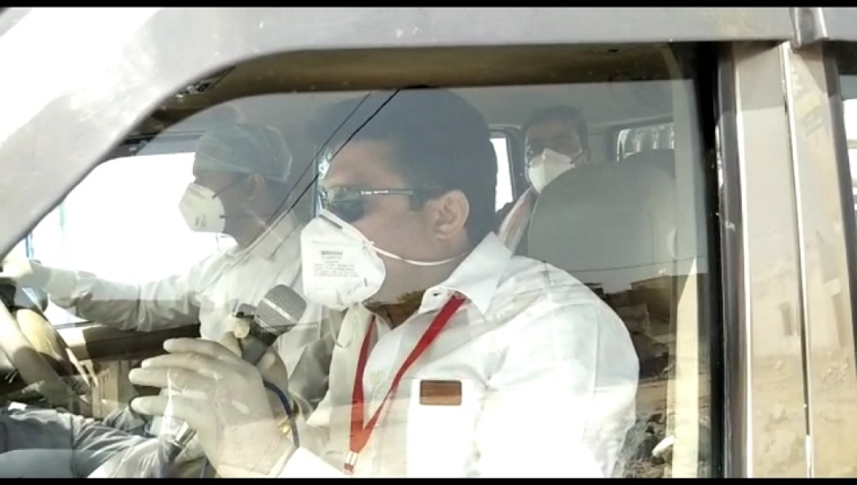 Nawalgarh MLA travels in the villages along with govt convoy