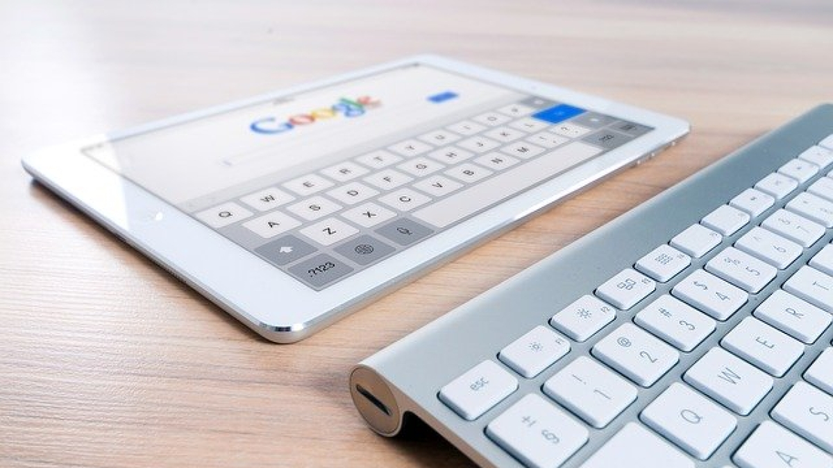 Representational Pic (Google and Apple)
