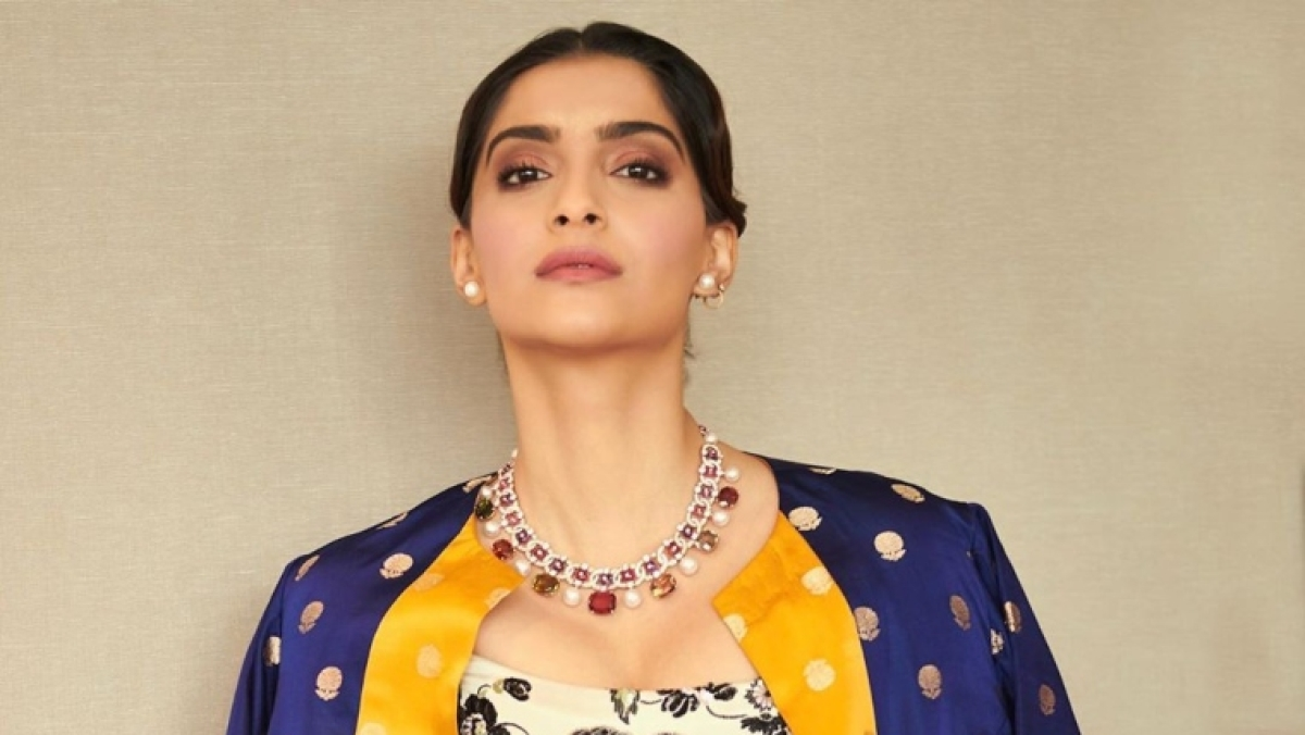 'Dogs freaking out, do you think it's Diwali': Sonam Kapoor slams people bursting cracker during 9 Baje 9 Minute