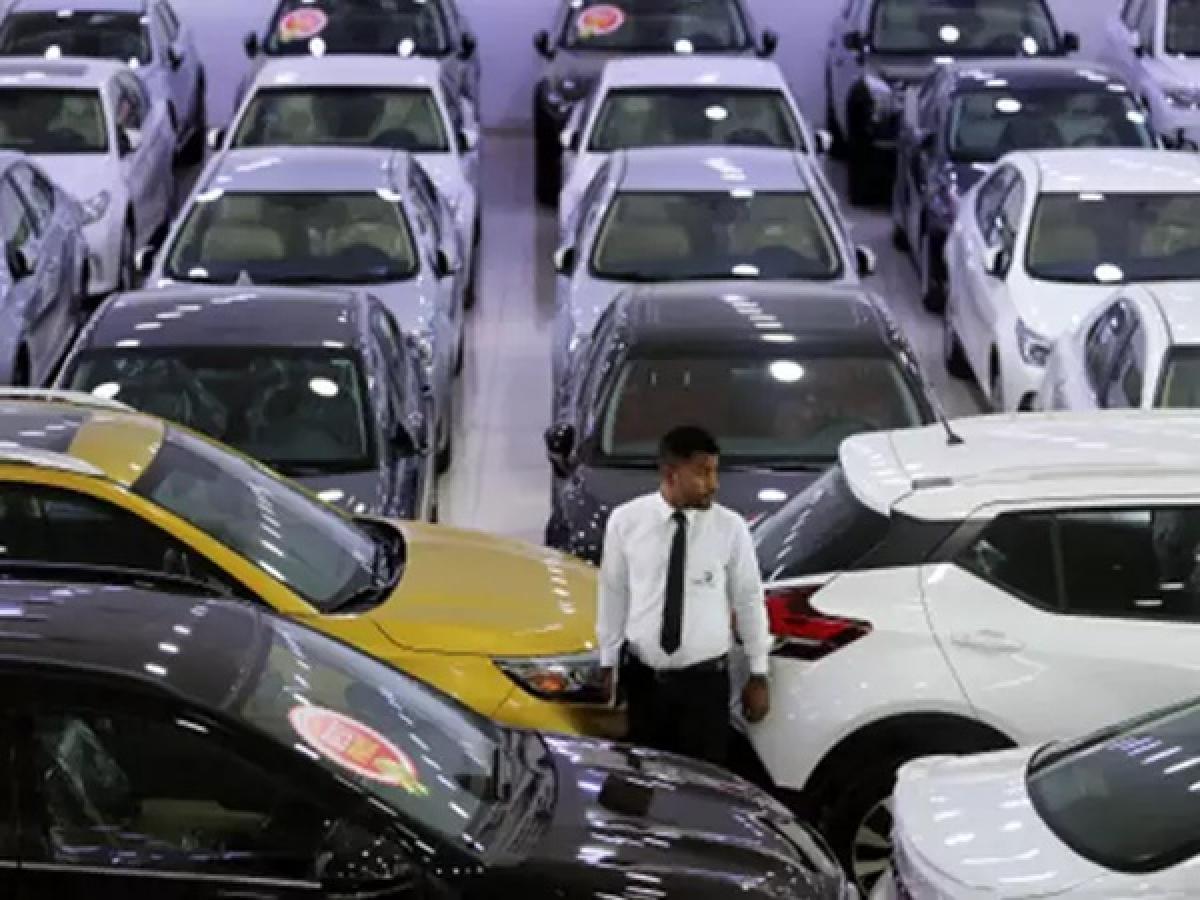 Maruti Suzuki India (MSI) and Hyundai Motor reported steep drop in sales in March