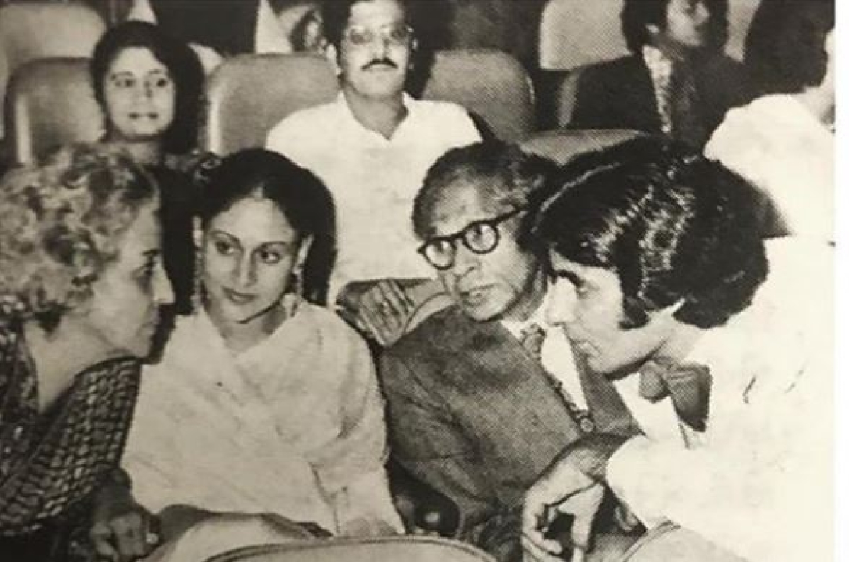 Amitabh Bachchan shares priceless picture of Bachchan family from premiere of 'Sholay'