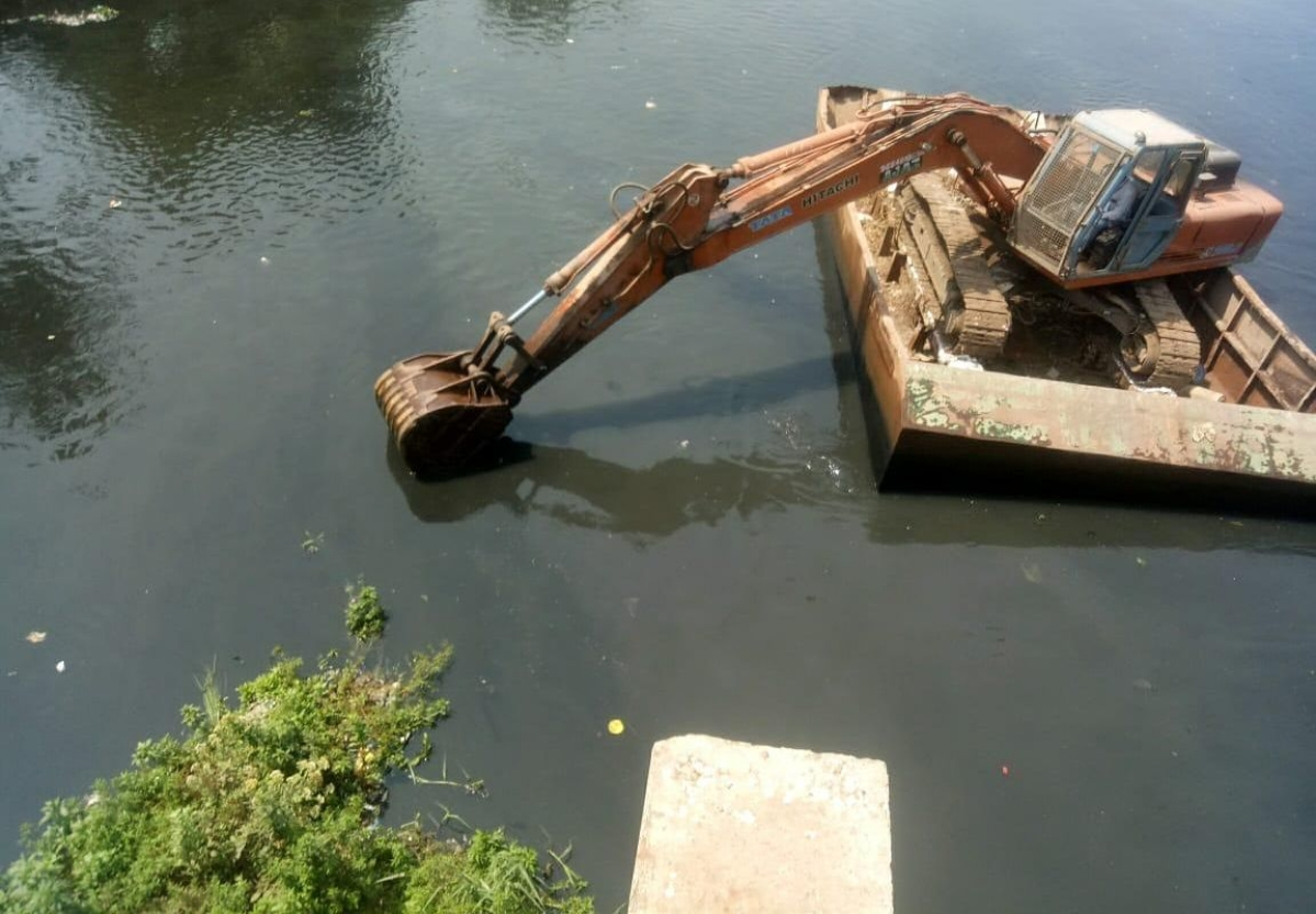 Mumbai: Amid lockdow BMC starts  pre-monsoon preparations including desilting of nullahs, resurfacing roads
