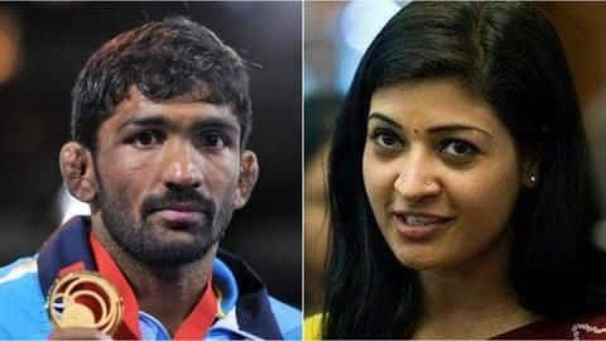 Alka Lamba questions Yogeshwar Dutt's parentage in an ugly Twitter spat, he responds with her playing 'woman card'