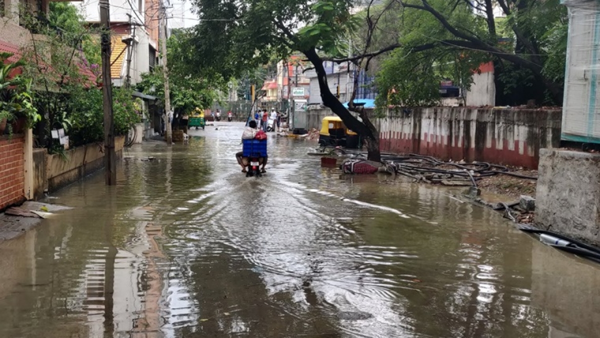 'Thank God I don't have to go to office!': Twitter reacts to unseasonal Bengaluru rains