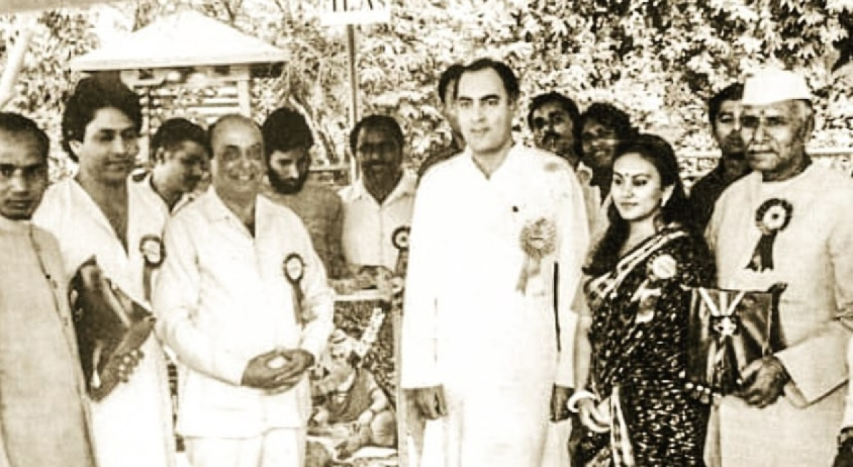 Sita vs Ram: Dipika Chikhlia debunks Arun Govil's 'no award by govt' claim; shares pic with former PM Rajiv Gandhi