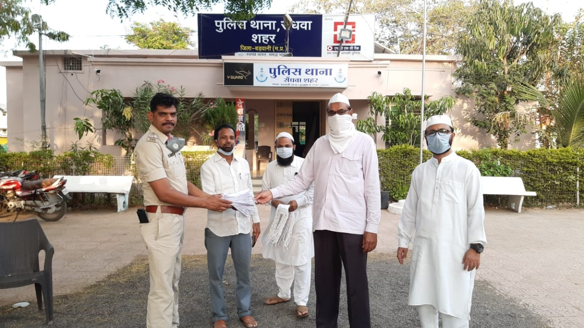 Madhya Pradesh: Juma donations used to distribute masks in Sendhwa