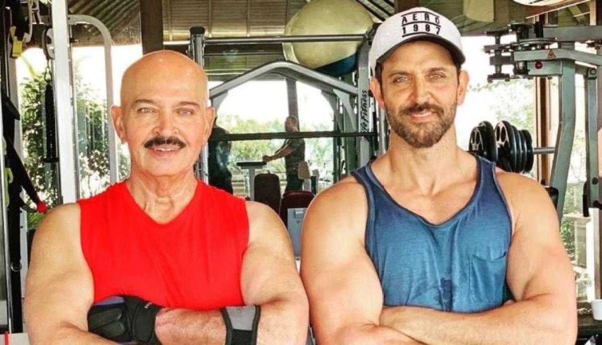 Hrithik Roshan with dad Rakesh Roshan (L).