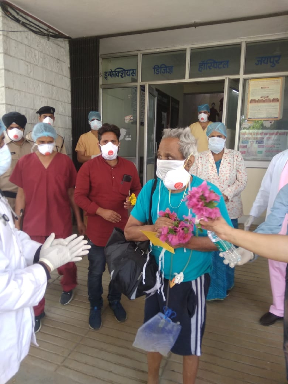 90-year-old man from Jaipur discharged after he beats coronavirus; hospital staff greet him with round of applause, flowers