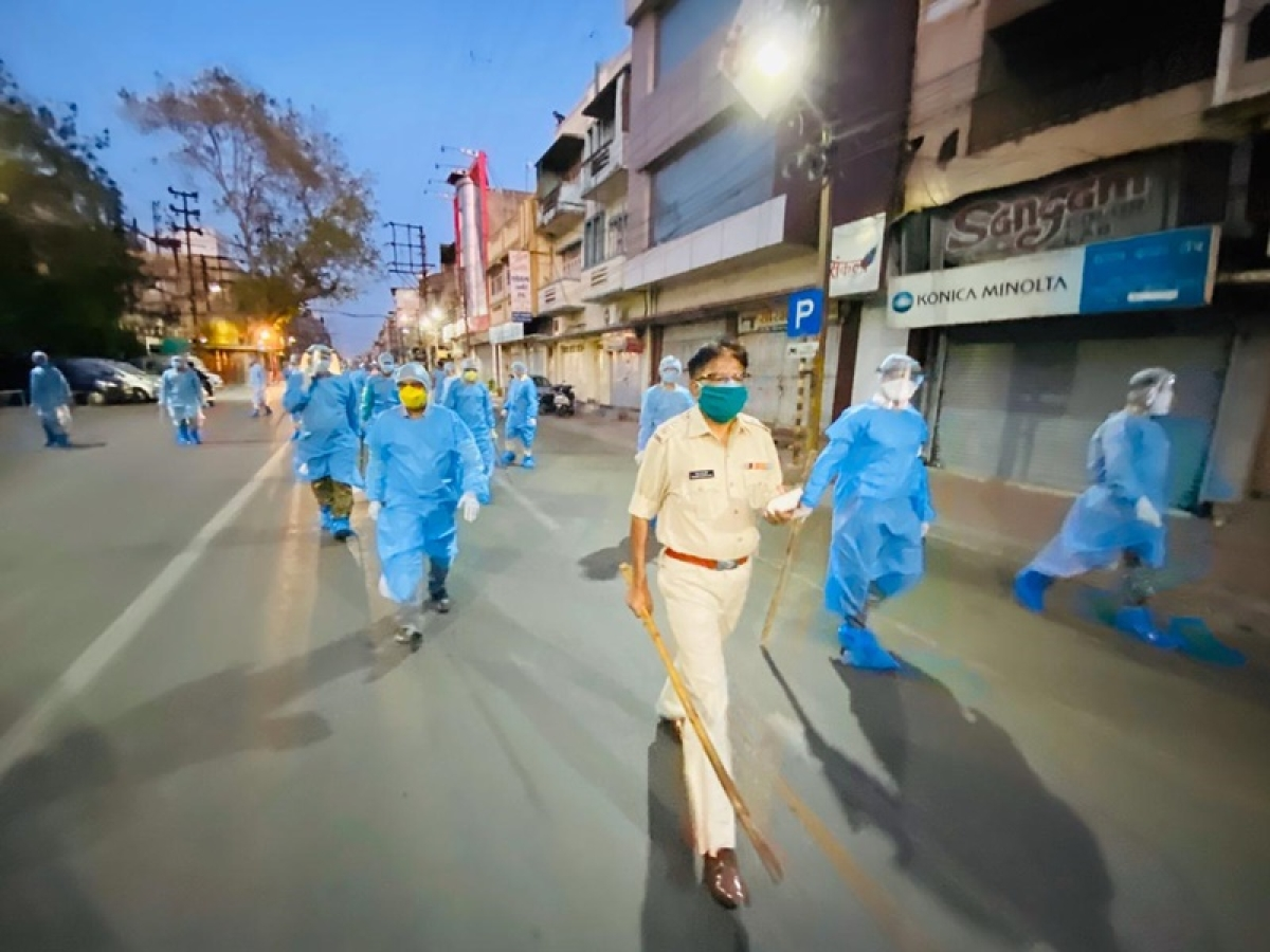 Madhya Pradesh: Police get the pat during flag march