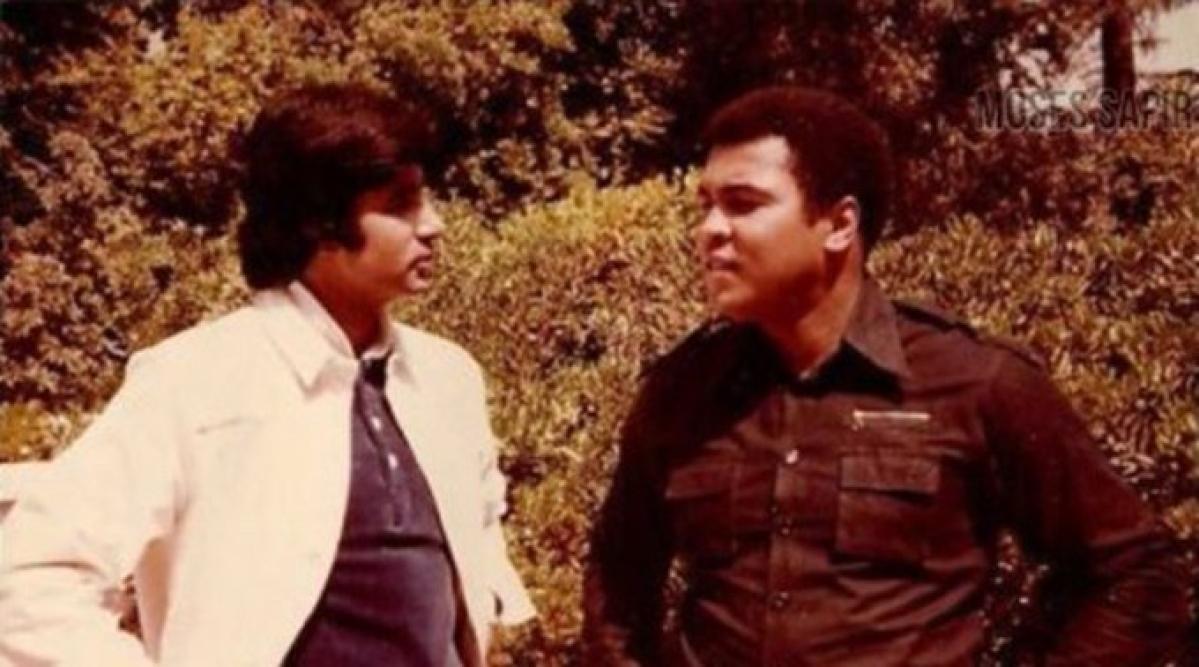 Amitabh Bachchan (L) with Muhammad Ali.