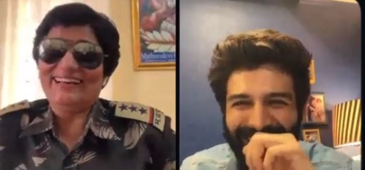 Actor Kartik Aryan shared a glimpse of the interview  on his Instagram where the lady police personnel has a hilarious reply to his busting myth questions.