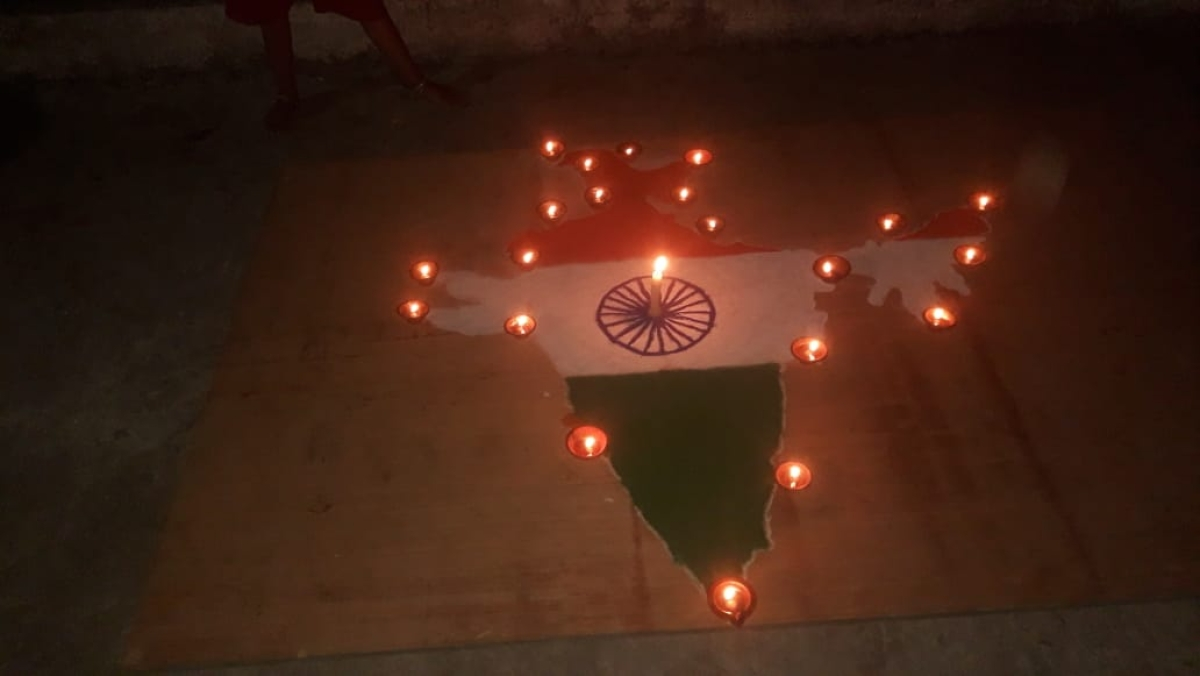 People in Ujjain made a rangoli of Indian Map and put diyas on its peripheries and a large candle in the center to mark their solidarity in the fight against COVID-19.