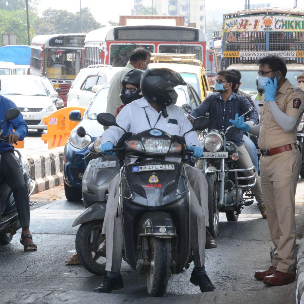 Coronavirus in Mumbai: Police seize 34 vehicles and penalise more than 4,000 people in MBMC for flouting lockdown norms