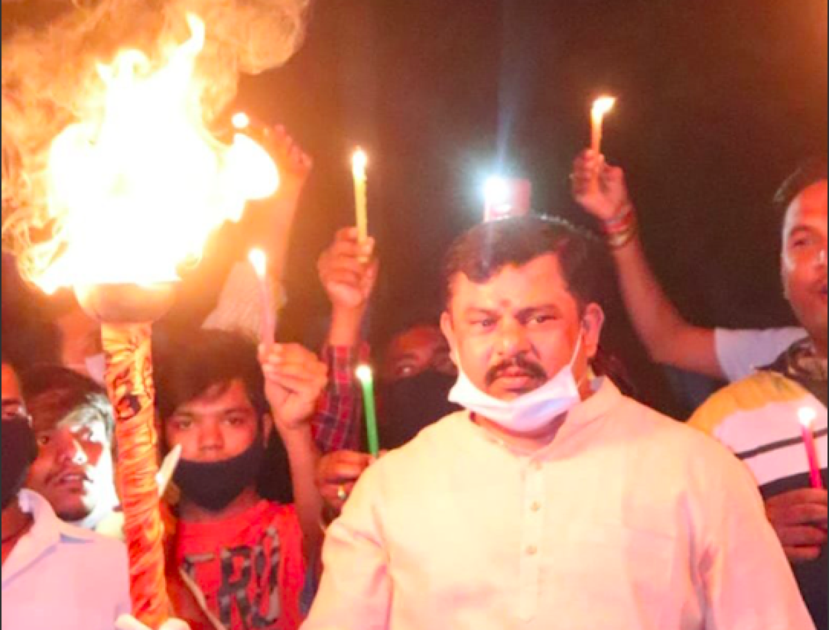 Tiger Rowdy Hai: Telangana BJP MLA takes out torch during 9 Baje 9 Minute like he's going to battle Night Walkers