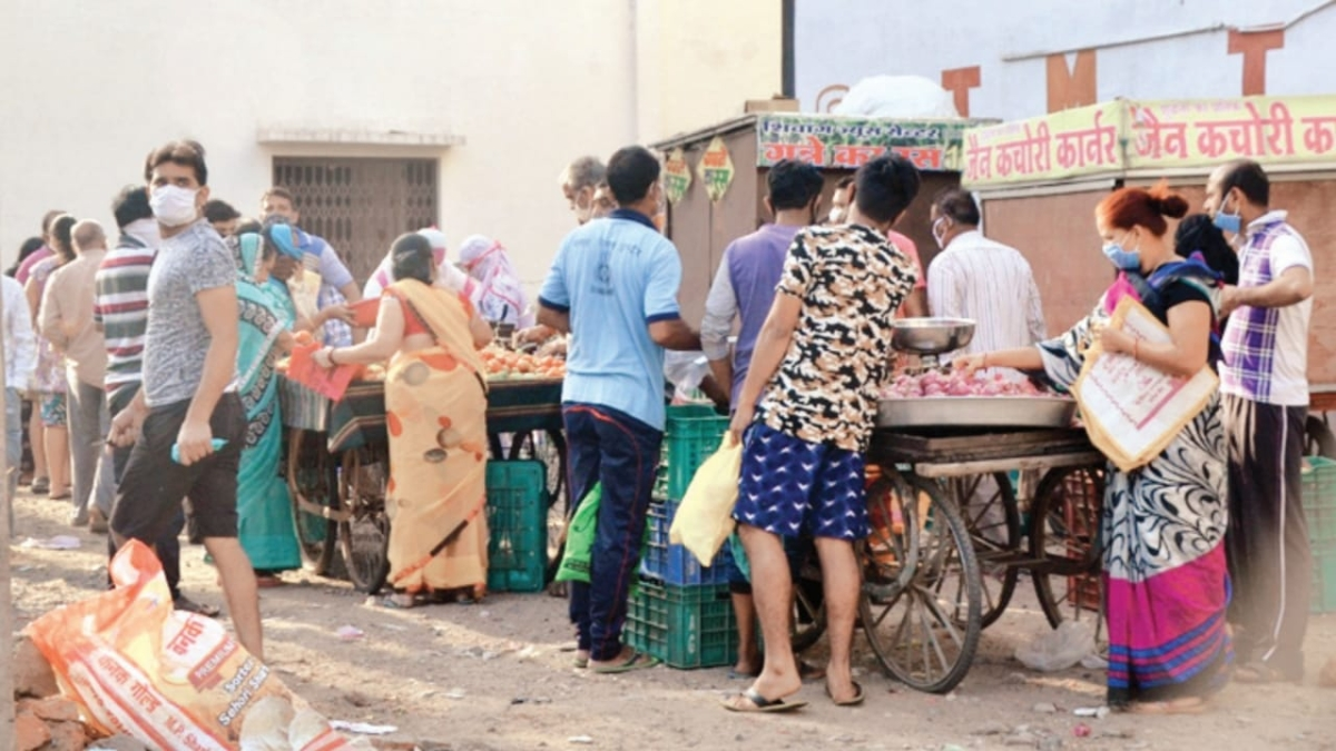 Indore: Social distancing what? Citizens flock grocery shops to refill stock amid lockdown